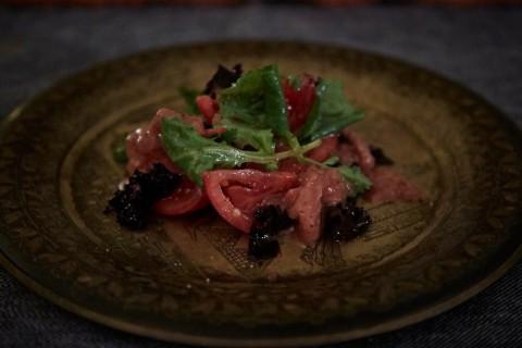 トマトのサラダ、イチゴのドレッシング。photo by Mさんのダンナさん